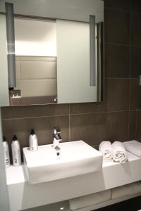 A bathroom at GLO Hotel Airport