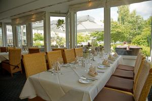 A restaurant or other place to eat at Seehotel Zeuthen