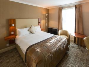 A bed or beds in a room at Chesford Grange - QHotels