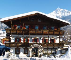 Kaiserhotel Neuwirt during the winter