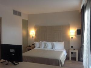 A bed or beds in a room at Best Western Hotel Rome Airport