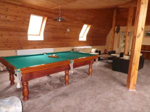 A pool table at Strenči Guesthouse & SPA