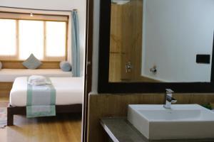A bathroom at Mateh Villa
