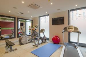 The fitness centre and/or fitness facilities at Hampton by Hilton Nürnberg City Center