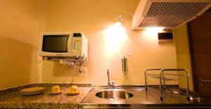 A kitchen or kitchenette at Mansoori Apart Hotel II