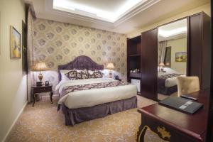 Cama ou camas em um quarto em Mira Trio Hotel - Riyadh - Tahlia Street