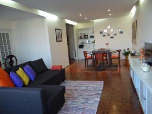 Uma área de estar em Meet Porto Apartment