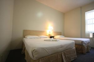 A bed or beds in a room at Leamington Hotel - Downtown / Port of Miami