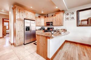 A kitchen or kitchenette at Three-Bedroom Townhome In Keystone at Antler's Gulch
