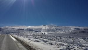"""Obiekt Casa Rural con encanto """"Los Postigos"""" zimą"""