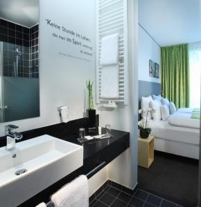 A bathroom at Lindner Hotel & Sports Academy