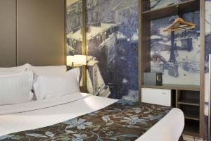 Een bed of bedden in een kamer bij Turenne Le Marais