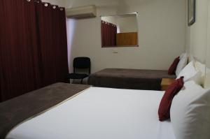 Кровать или кровати в номере Ayrline Motel