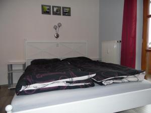 Ein Bett oder Betten in einem Zimmer der Unterkunft Ferienwohnung Brandl