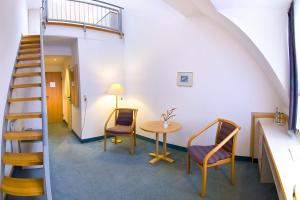 A seating area at Leine-Hotel