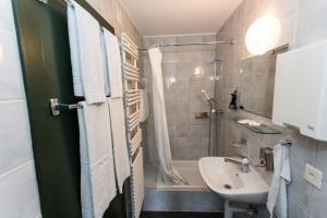 A bathroom at Hotel Landhaus