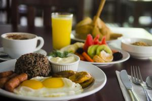 Breakfast options available to guests at Hotel Arenas en Punta Leona