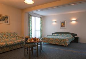 A seating area at Inter-Hotel Bordeaux Mériadeck Alton