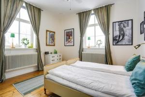 A bed or beds in a room at HagbackensGård Bed&Breakfast
