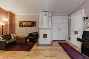 A seating area at HagbackensGård Bed&Breakfast
