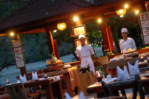 A restaurant or other place to eat at Sunrise Tropical Resort