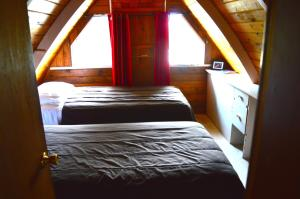 A bed or beds in a room at Red Shutter Cabin