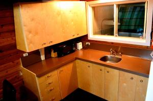 A kitchen or kitchenette at Red Shutter Cabin