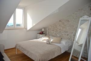 A bed or beds in a room at Villa Mediterranea