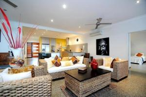 A seating area at Bramston Beach - Luxury Holiday House