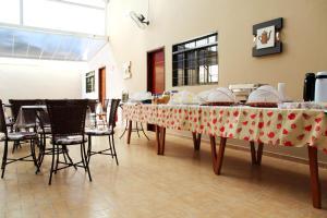 Um restaurante ou outro lugar para comer em Pousada Esmeralda Olímpia