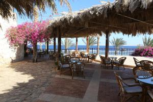 A restaurant or other place to eat at Tamra Beach Resort