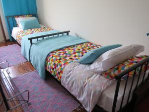 A bed or beds in a room at Aveiro Luz