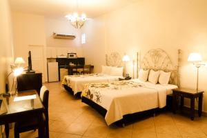 A bed or beds in a room at Hotel El Almendro