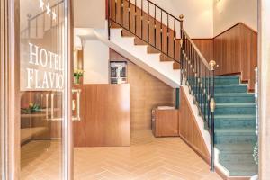 The lobby or reception area at Hotel Flavio