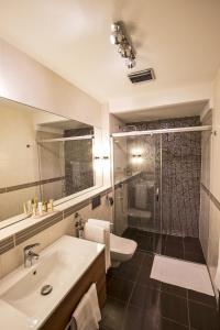 A bathroom at Zuckmann Villa