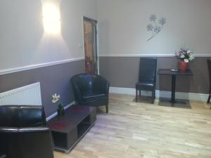 A seating area at Arman Lodge House