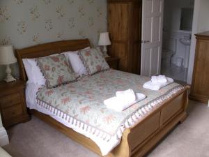 A bed or beds in a room at The Thomas Paine Hotel