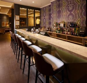 The lounge or bar area at Mercure Leicester The Grand Hotel