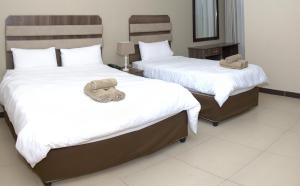 A bed or beds in a room at Hotel Cube