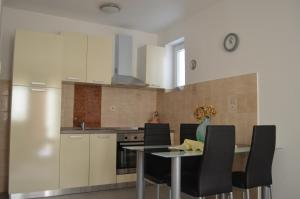 A kitchen or kitchenette at Apartments Ivana
