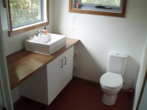 A bathroom at Phillip Island walk to beach