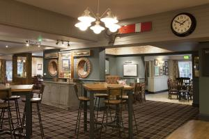 A restaurant or other place to eat at Avon Causeway Hotel
