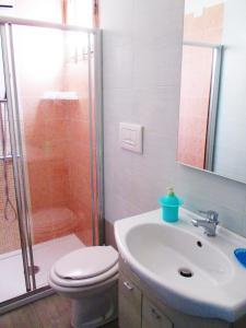 A bathroom at Hotel Villaggio Sabbie D'Oro