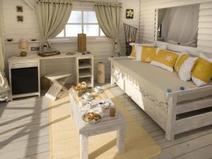 Uma área de estar em Opoa Beach Hotel