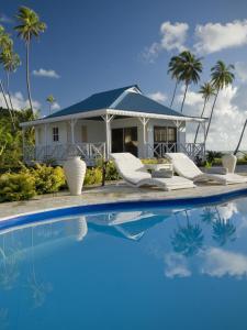 A piscina localizada em Opoa Beach Hotel ou nos arredores