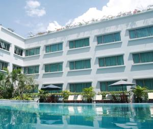 The swimming pool at or close to Aston Tropicana Hotel Bandung