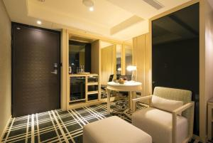 A seating area at Link World Hotel Taichung
