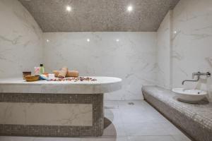 حمام في بارك إن باي راديسون الدمام