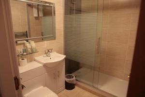 A bathroom at The Plough Inn
