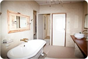 A bathroom at Hartland Country House